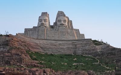 Скульптура китайских императоров Янь и Хуань