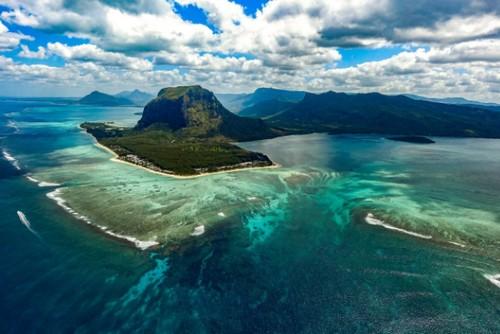 podvodnyj-vodopad-ostrova-mavrikij